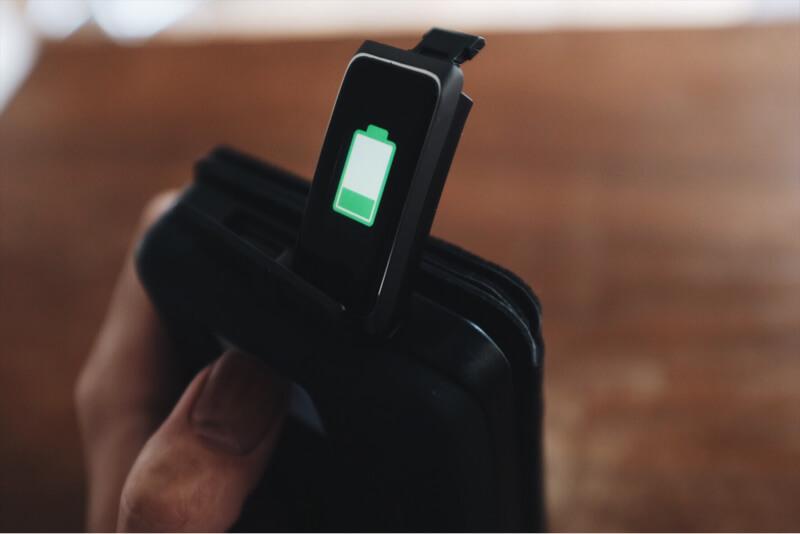 USB端子に接続すると充電が開始される